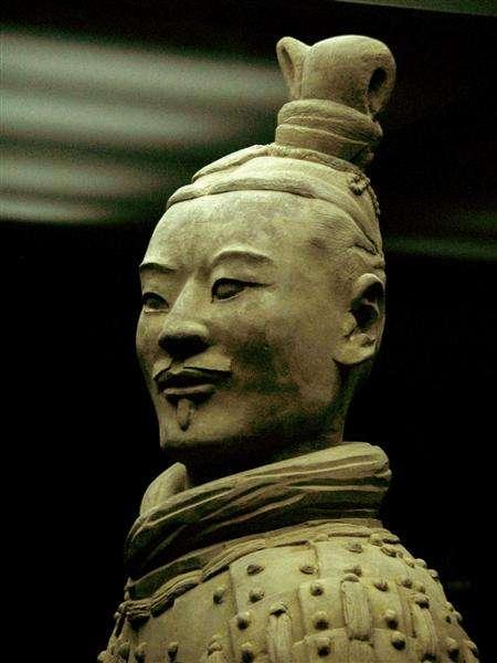 Portrét bojovníka Terakotové armády.
