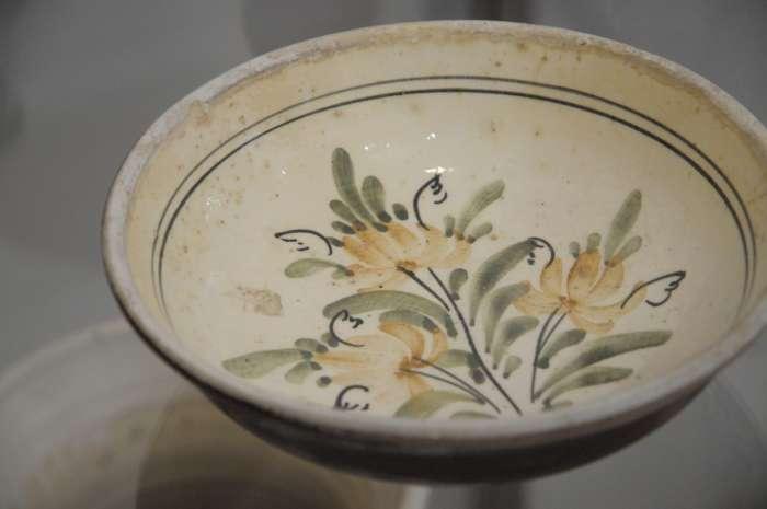 Barevnější malovaná keramika s moravskými vlivy.