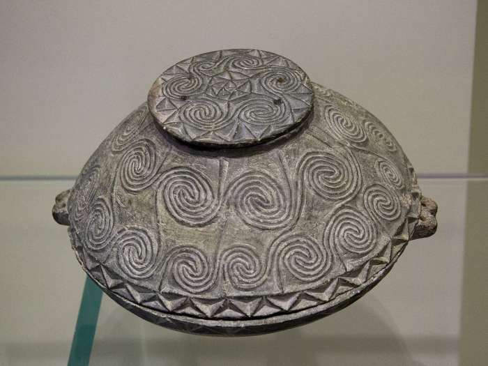 Pygoská předminojská keramika.