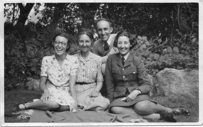 Betty, Muriel, David & Jessamine Leach