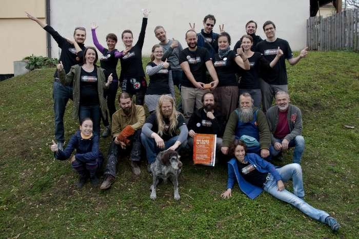 Společné foto realizačního týmu spolkového výpalu