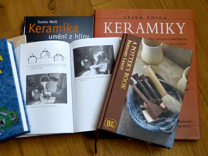 Co do základu knihovny v keramické dílně?