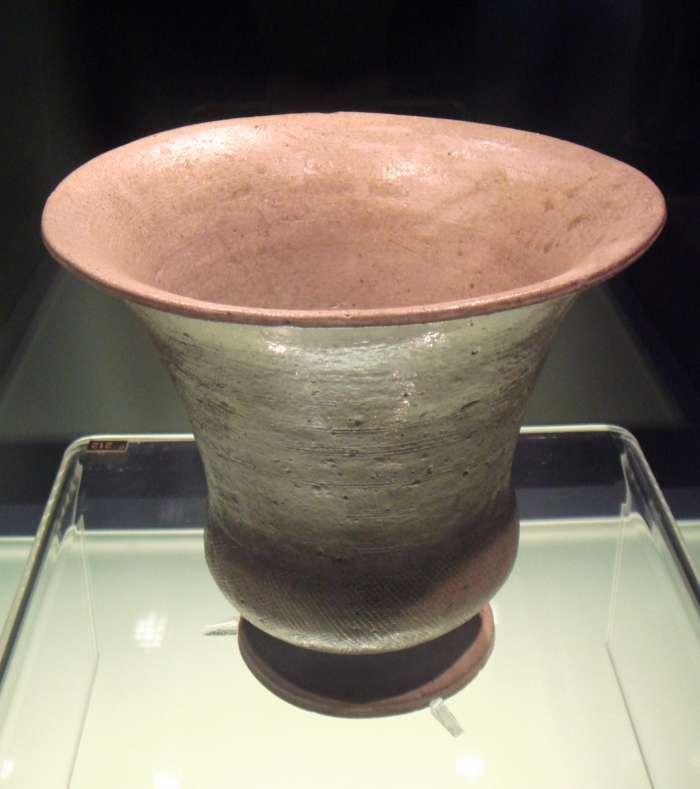 Obr.1 Proto-seladon na nádobě na víno typu Zun – období Šang