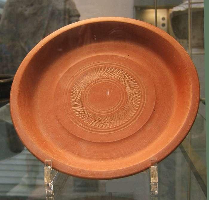Africká keramika s červenou engobou