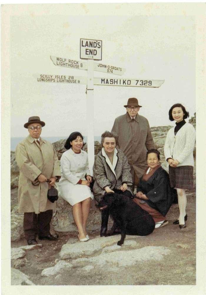 Leach a Hamada s rodinami