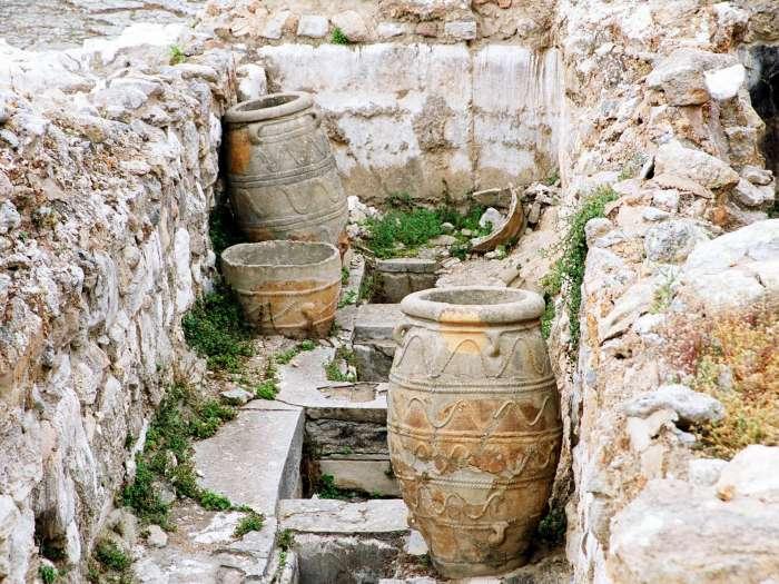 Pithoi z paláce Knossos.