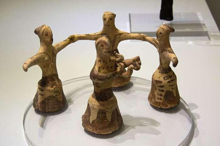 Kruhový tanec žen.